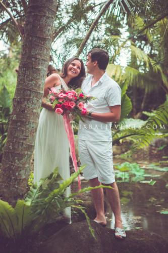 свадьба на бали, свадебная церемония на бали, свадьба в тропическом лесу
