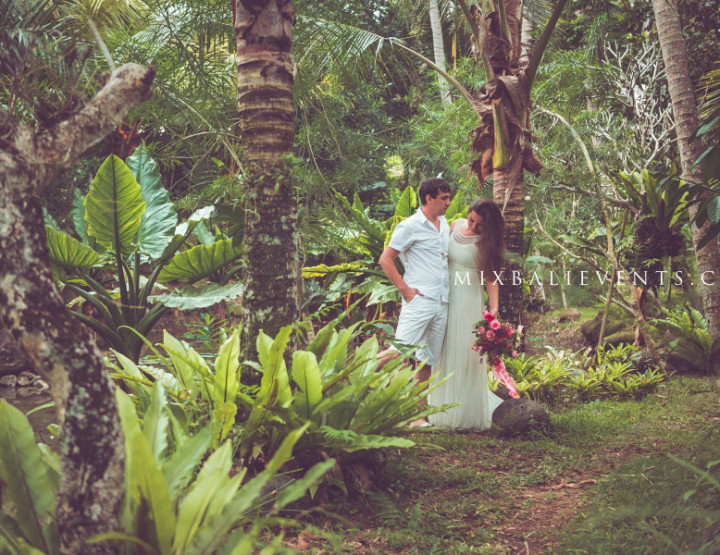 Романтическая фотосессия в тропическом лесу