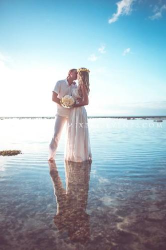 солнечная свадьба на бали, свадебная церемония на диком пляже, организация свадьбы на бали