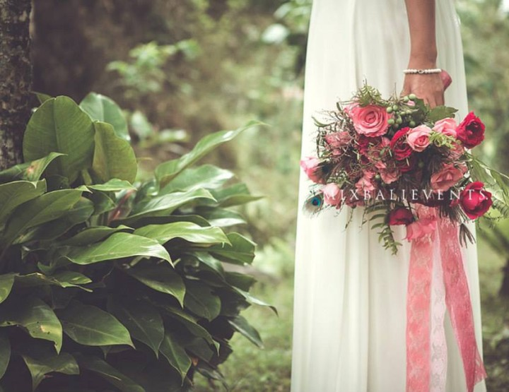 Свадьба в тропическом саду в джунглях Бали в стиле Бохо