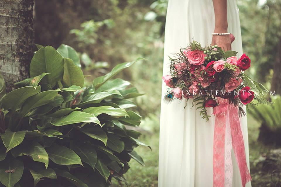 свадьба в тропическом лесу, свадебная церемония на бали, свадьба на бали, организация свадьбы на бали