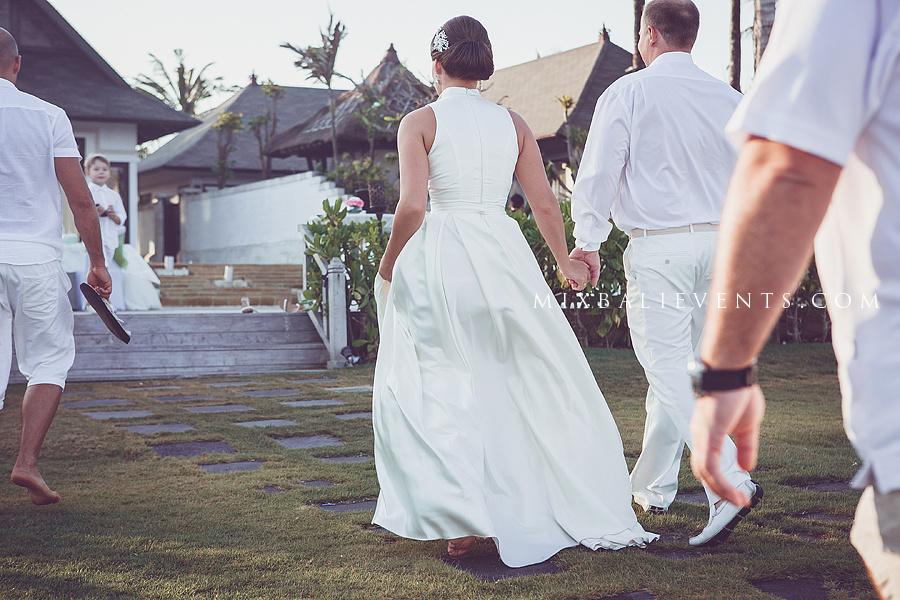 свадьба на бали, свадебная церемония на бали, свадебная церемония в роскошном отеле