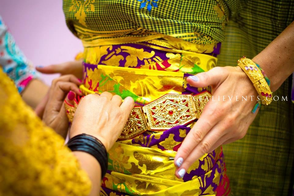 Традиционная свадьба на бали, свадебная церемония в костюмах, организация свадьбы на бали