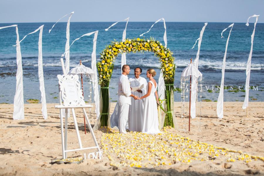 Свадьба на бали, свадьба на берегу океана, церемония на пляже