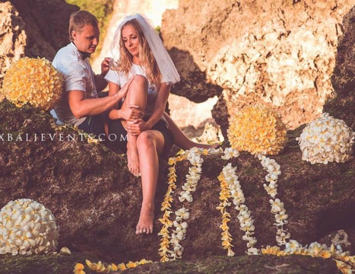 Романтическая фотосессия с декорациями из цветов Франжипани