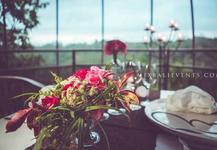 Декор стола в розовых тонах
