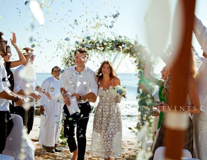 Свадьба в стиле Rustic Chic на пляже с белым песком