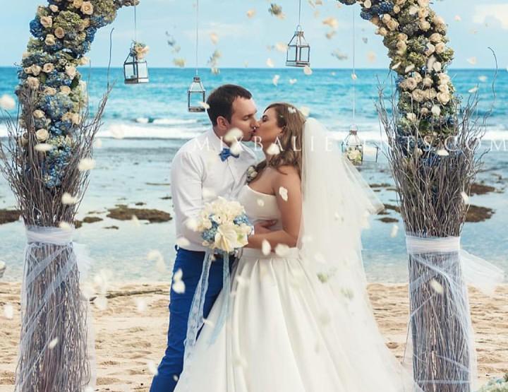 Свадьба на Бали на пляже с белым песком