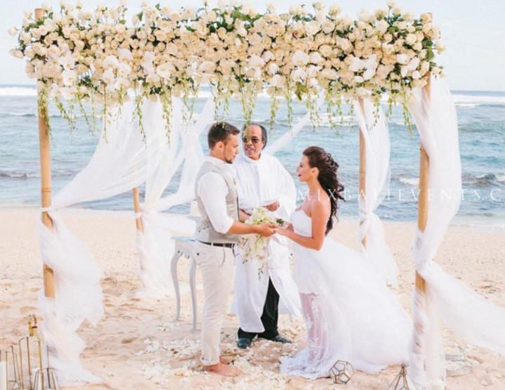 Свадьба Орхидей на пляже с белым песком