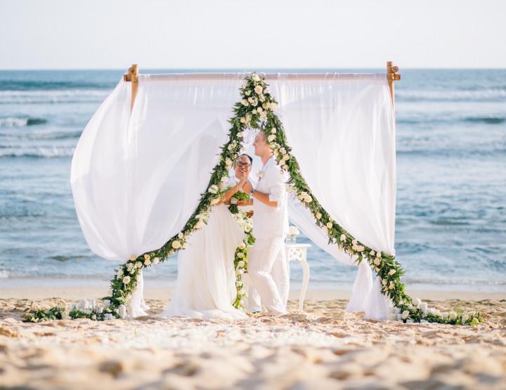 Свадьба Белых Лотосов на пляже с белым песком