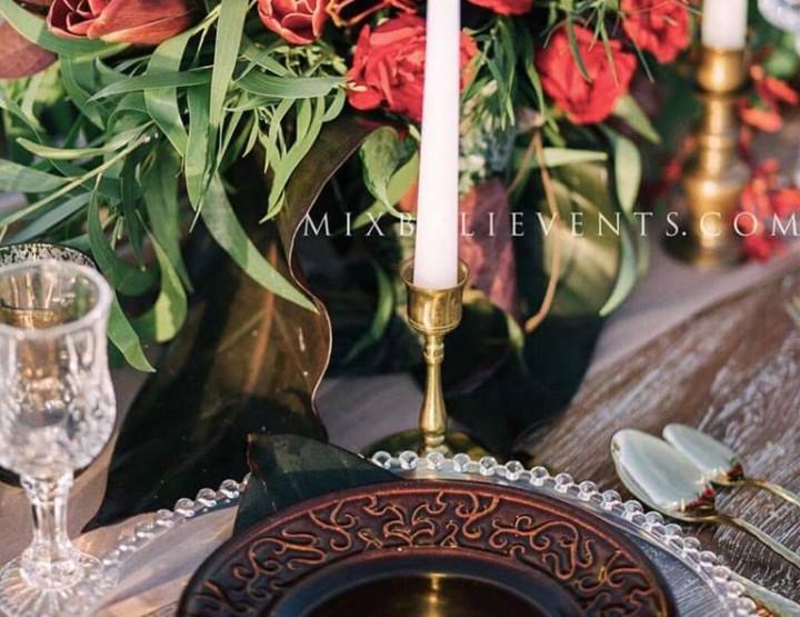 Декор стола в цвете Марсала