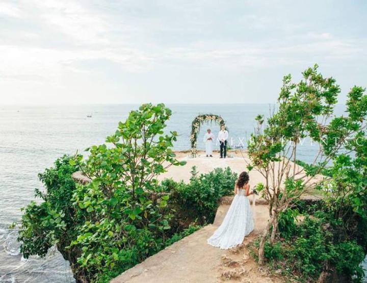 Стильная Свадьба на утёсе над океаном