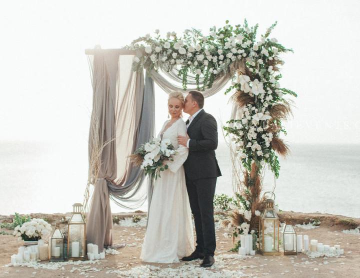 Стильная Boho Grey Wedding на утесе над Индийским океаном