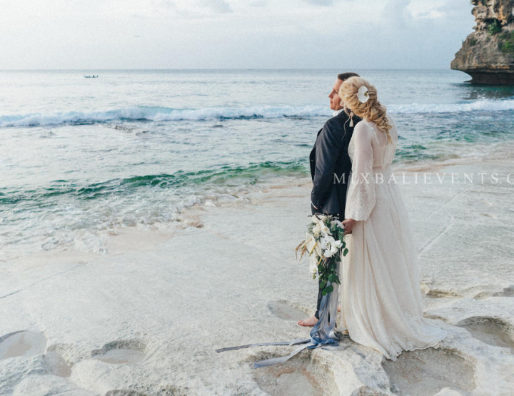 Boho Grey Wedding. Стильная Свадьба на утесе над океаном на Бали. Надежда и Александр