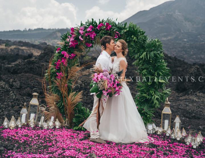 Декор в стиле Moody Ultraviolet Wedding