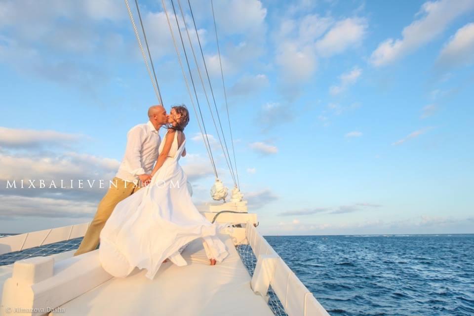 свадьба на бали, свадьба на яхте, свадебная церемония на бали, организация свадьбы на бали