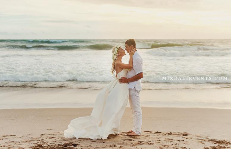 Романтическая прогулка на Бали. Церемония на Бали. Свадьба на Бали. Фотосессия на Бали