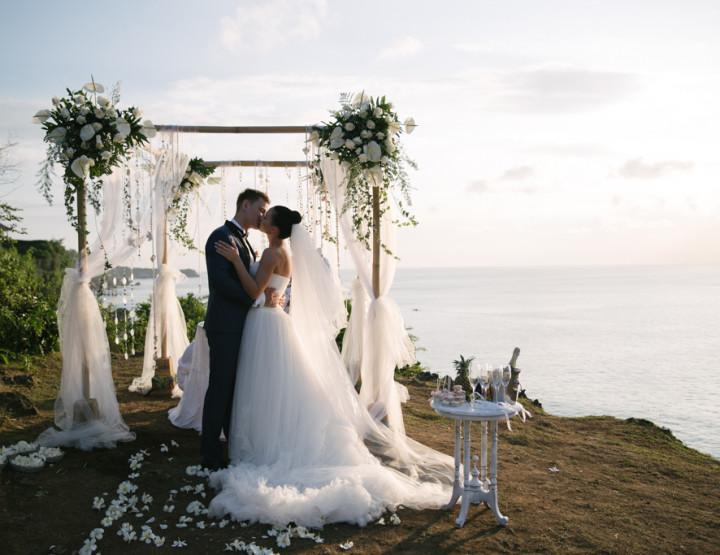 Свадьба на утесе над океаном  Андриу и Руты