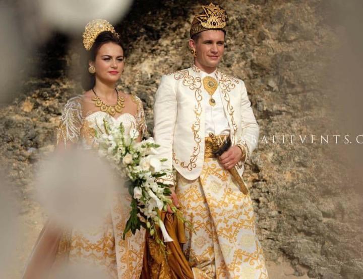 Фотосессия в балийских костюмах