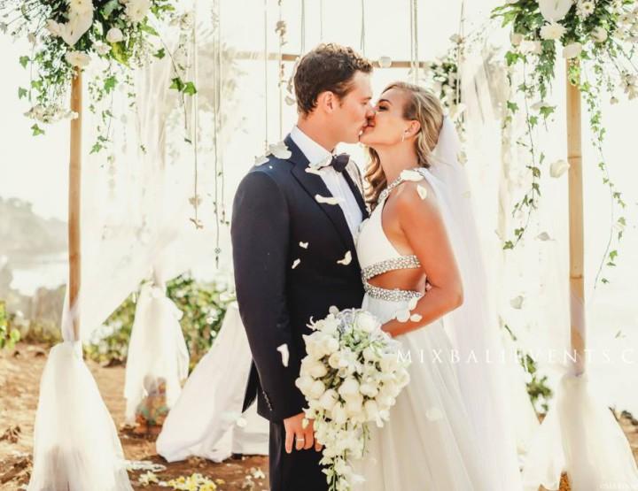 Свадьба в стиле Bulgari на утесе над океаном