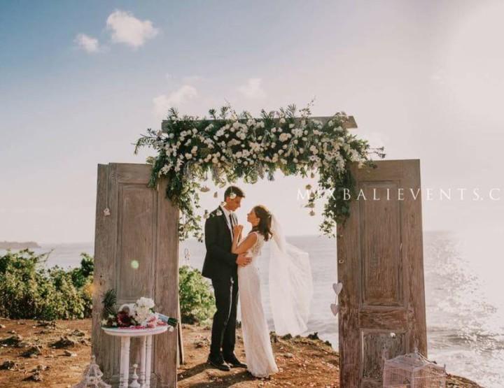 Тренд 2015 - Свадьба с Аркой Антик-дверь на утесе над океаном