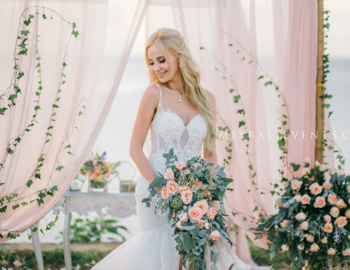 Свадьба в цвете Nude на утесе у океана.  Анна и Сергей
