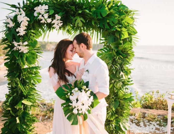 Тренд 2017 - Зелено-белая Тропическая свадьба с орхидеями