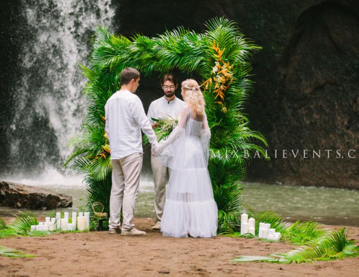 Тренд 2017 - Тропическая Пальмовая Свадьба на водопаде в джунглях Бали