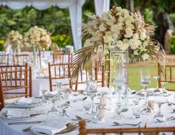 Декор стола в Итальянском классическом стиле в Бело-Золотых тонах