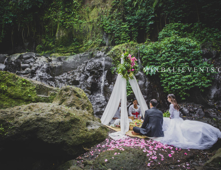 Балийская свадьба на водопаде