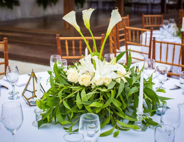 Тропический декор стола с Белыми Калами