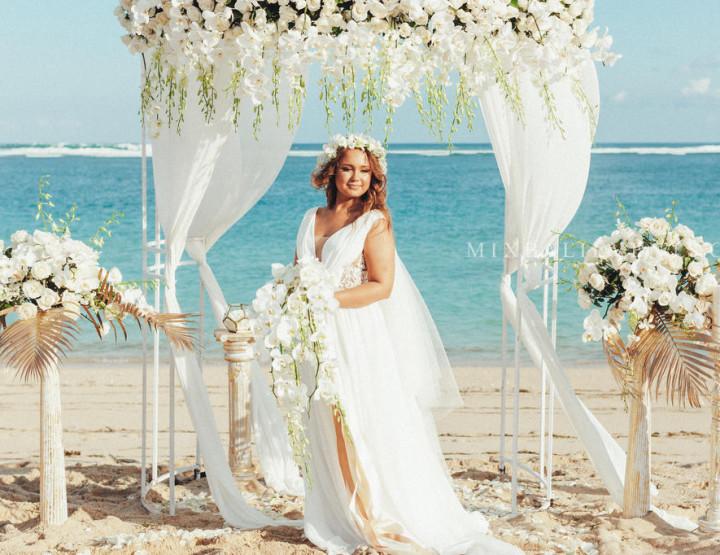Стильная Свадьба Орхидей на пляже с белым песком для наших молодых Карины и Владислава.