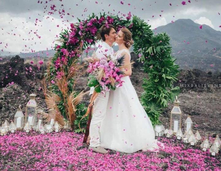 Стильная и модная Moody Wedding на ВУЛКАНЕ
