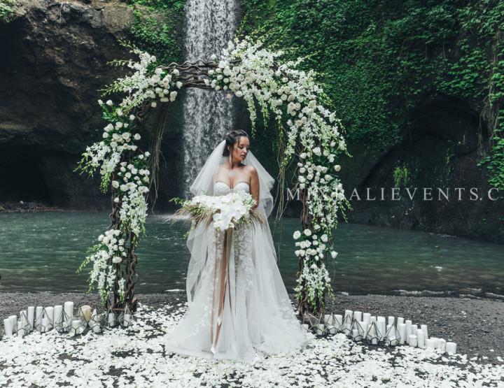 Стильная Экзотическая Свадьба на Водопаде в тропических джунглях Бали. Валерия и Василий