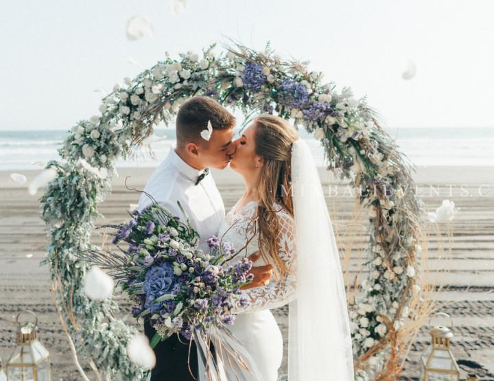 Тренд 2018 - Стильная Свадьба на черном лавовом песке в лилово-серых тонах