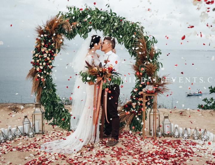 Стильная Свадьба на утесе над океаном на Бали. Дмитрий и Светлана