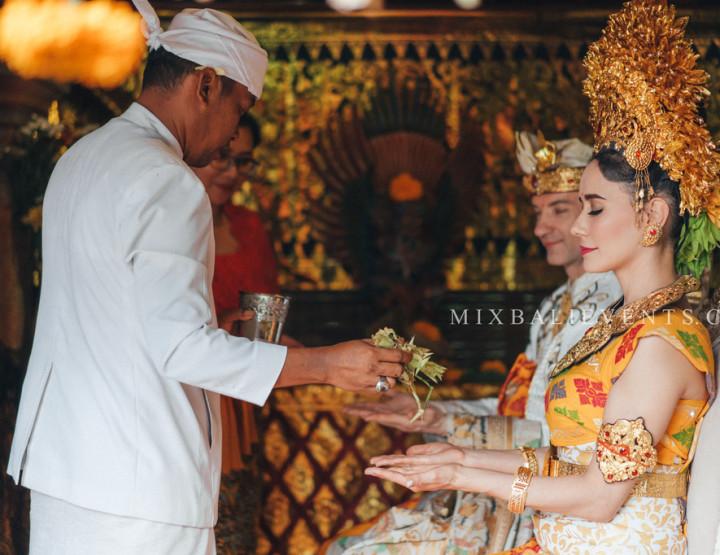 Стильная Свадьба с гостями в балийском стиле в музее Бланко