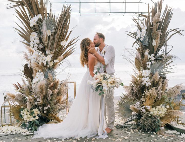 Тренд 2019! Pampas Grass & Dried palm Wedding - Стильная Свадьба с гостями на Бали на роскошной вилле у океана