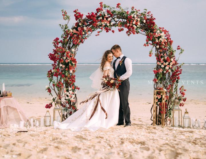 Тренд 2019! Стильная Boho Wedding в цвете Марсала на пляже с белым песком