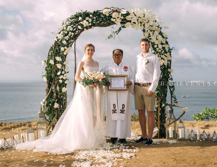 Стильная Свадьба на утесе над океаном на Бали. Александр и Анастасия