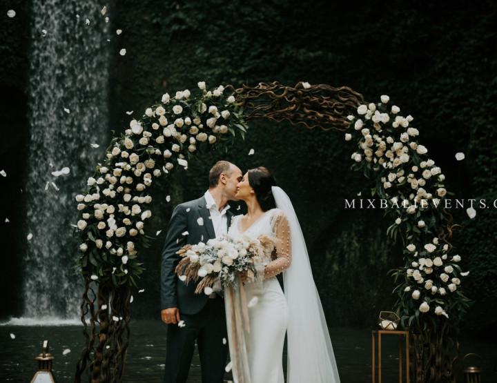 ТОП 2019! Стильная Свадьба на водопаде в тропических джунглях Бали