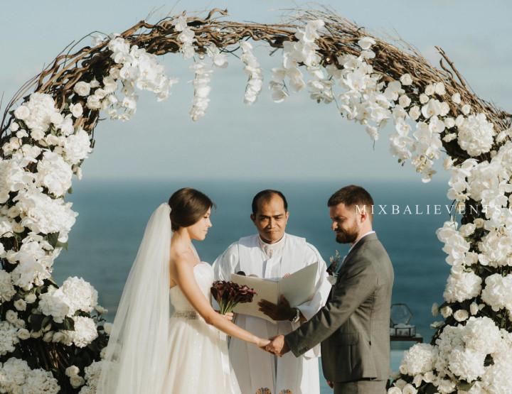 Стильная Black & White Wedding на роскошной вилле у океана. Алена и Павел