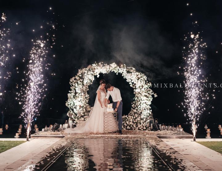 Стильная Infinity Pool Ocean Wedding с гостями на роскошной вилле у океана. Александр и Ирина