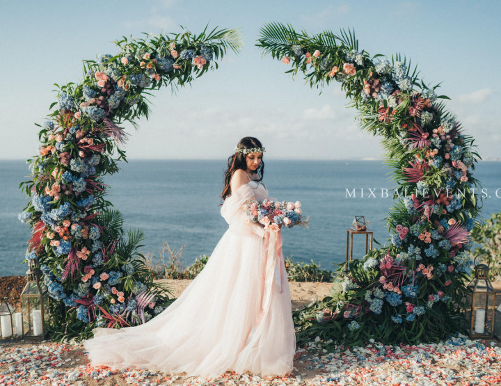 Стильная Purple-Blue Tropical Wedding на утесе над Индийским океаном. Павло и Оксана