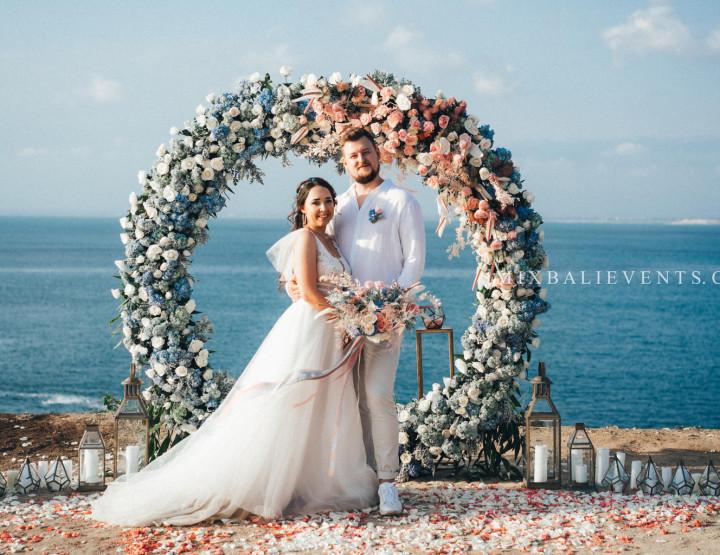 Стильная Pink-Orange-Blue Wedding на утесе над Индийским океаном